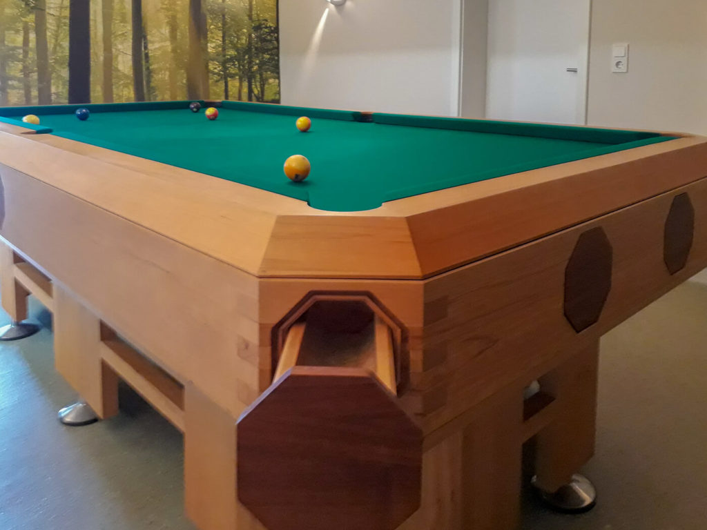 Billiardtisch Holzmöbel Möbel aus Holz Möbel nach Maß Massivholzmöbel Massivholz Vollholzmöbel