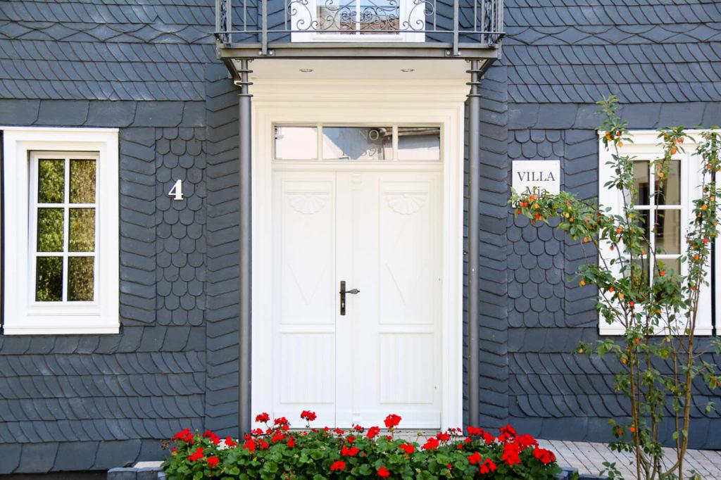 Haustür Holztür Tür aus Holz Haustüren Holz Eingangstür Holz Massive Holztüren Massivholztür Sprossen Weiß